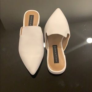White pointed toward mules - NEVER WORN
